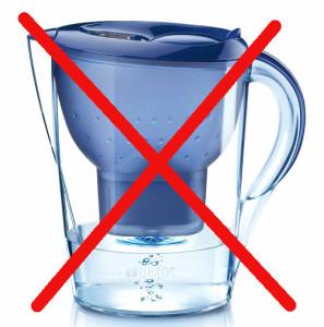 L'unica acqua alcalina ionizzata benefica per l'organismo è quella ottenuta con un buon ionizzatore d'acqua alcalina.